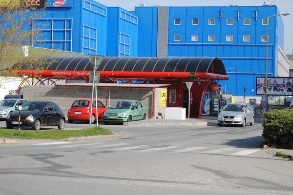 Čergovská ulica. Pre otváracie hodiny v autoumyvárni vznikli už dve petície.