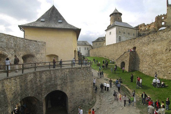 Jedným z najväčších lákadiel v kraji je Ľubovniansky hrad.