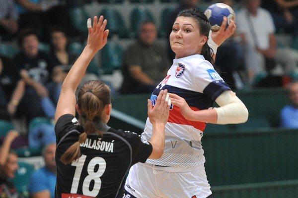 Prešov hrá o3. miesto. S loptou V. Vencuriková.