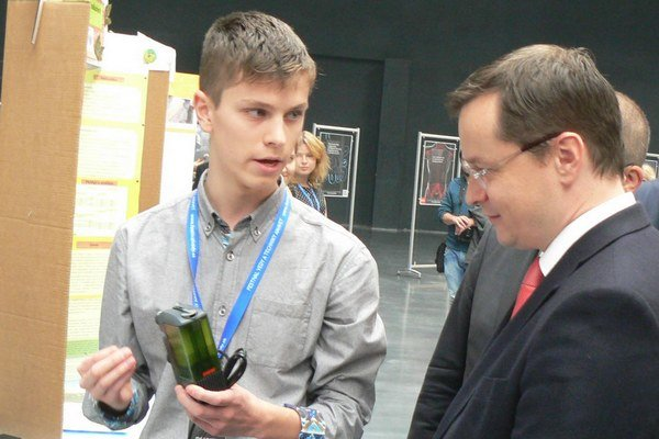 Samuel Smoter v debate s bývalým ministrom školstva Jurajom Draxlerom.