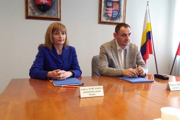 Podpis memoranda. Zmluvu o budúcej zmluve spečatili primátorka so županom.