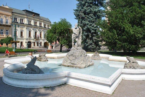 Neptún. Je najstaršia fontána v meste.