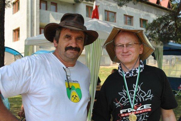 Micha Miernik z Poľska (vpravo) spolu s organizátorom Dušanom Demčákom.