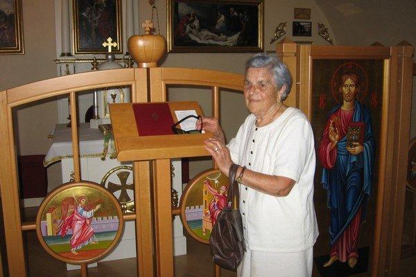 Návrat po dlhých rokoch. Pani Elena vstúpila na miesto, kde si prisahali so Štefanom vernosť a kde ich vo svoje osobnej kaplnke sobášil biskup Gojdič.
