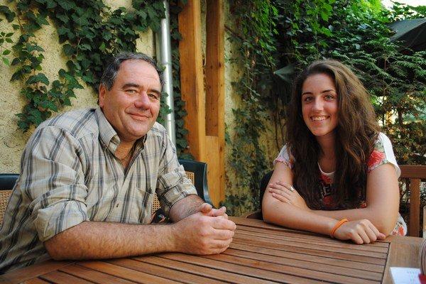 Rastislav Seman s dcérou. Otec vedie krúžok, Zuzana zase sníva, že sa raz stane pilotkou.