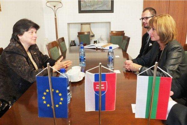 Vľavo bulharská veľvyslankyňa na Slovensku, vpravo prešovská primátorka. Dohodli spoluprácu.