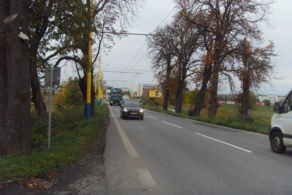 Solivarská ulica, povedie popri nej chodník a cyklochodník.
