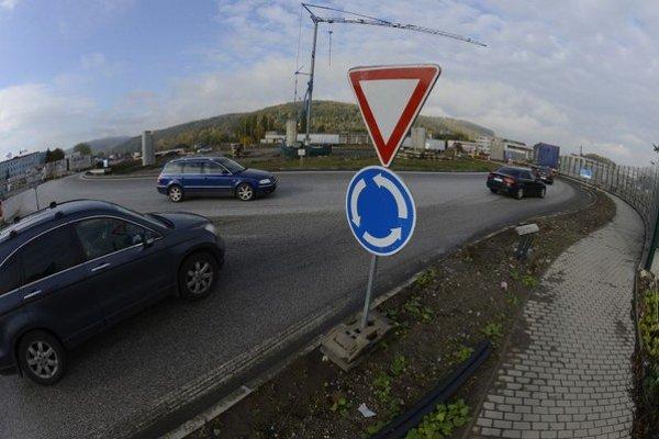 Snímka z okolia kruhového objazdu pri ZVL.