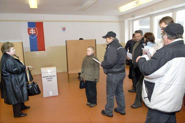 Volebný deň na východe. Dnes si zvolíme orgány samospráv miest a obcí.