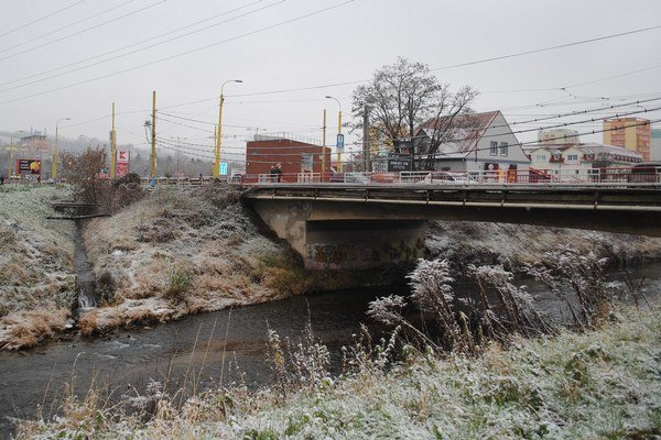 Druhý most pribudne k starému smerom od hádzanárskej haly na Nábrežnej.