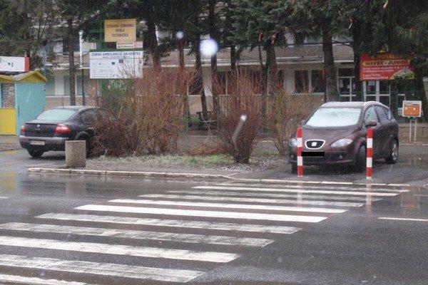 Volgogradská ulica. Jasná zábrana niektorým vodičom nič nehovorí.