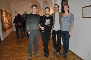 Mladí výtvarníci. Zľava Peter Fabian, Jakub Scholtés, Peter Varhol a Darina Kazimírová.