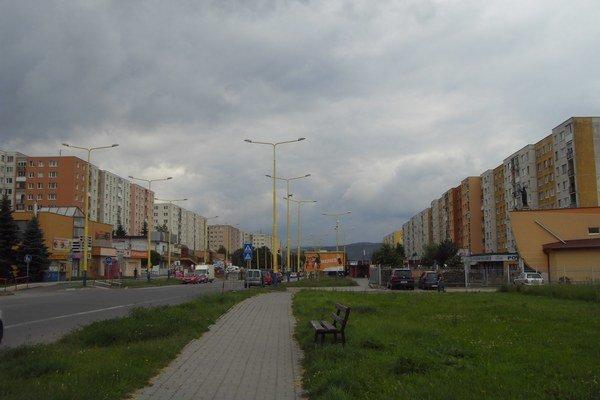 Plocha pred KPC. Stavba by čiastočne zabrala aj verejnú zeleň.