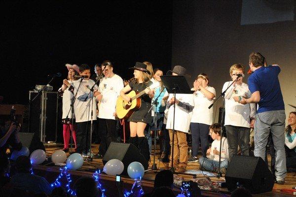 V country štýle. Deti si skúsili spev i hru na hudobné nástroje.
