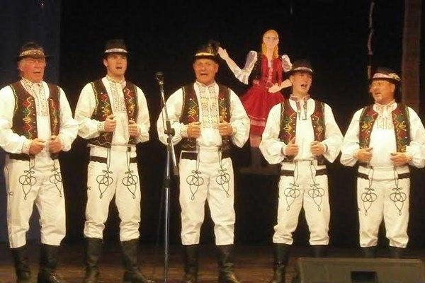 Mužská spevácka skupina Záborský. Do Župčian niesli zlato aj muži.