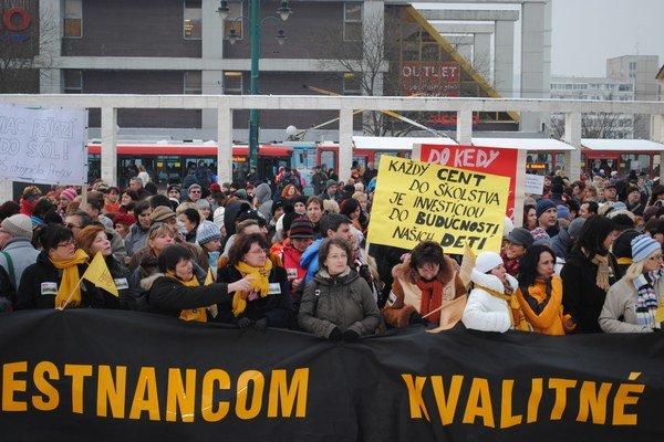 Protest v roku 2012. Takto zamestnanci školstva bojovali o vyššie mzdy.