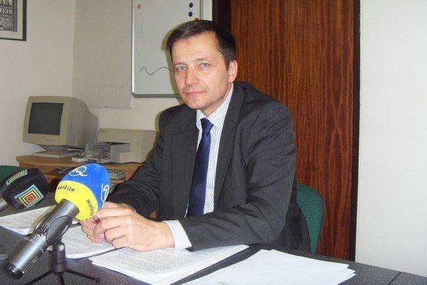 Alexander Ernst hovorí, že všetkých funkcií sa vzdal hneď po zvolení za kontrolóra.