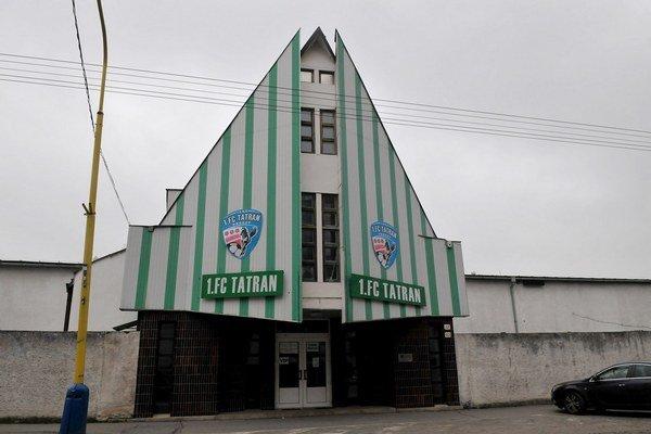 Futbalový štadión. Mesto prenajalo majetok za jedno euro ročne.