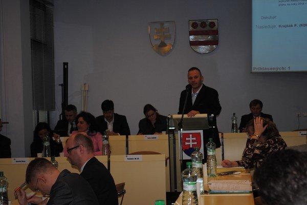 Matúš Háber. Zdôvodňoval poslancom prioritné plány.
