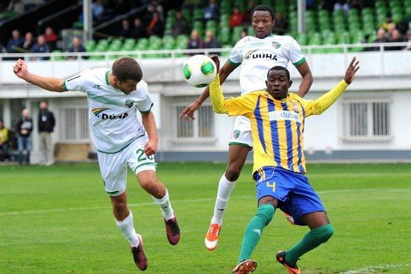 Skóroval. Peter Katona (vľavo) dal tretí gól v tomto ročníku.