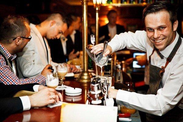 Martin Hudák. Rozoznáva najjemnejšie rozdiely destilátov.