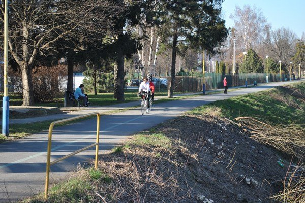 Cyklistické chodníky. Chystajú sa budovať i dokončovať.