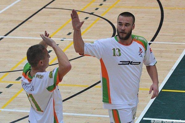 Strelec. Vrbovský (vpravo) dal v prvom semifinálovom zápase jediné dva góly Prešova.
