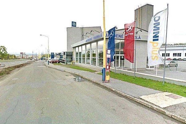 Zastávka Petrovanská. V smere na Záborské je odvčera zrušená.