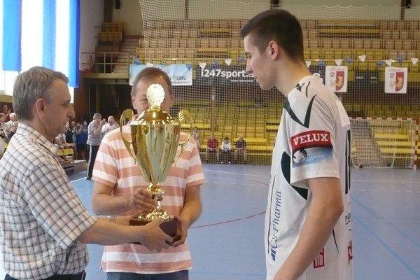 Lukáš Urban. Prevzal ČS pohár i cenu pre najlepšieho strelca turnaja.
