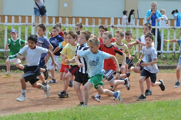 Najmladší žiaci na trati Behu olympijského dňa.