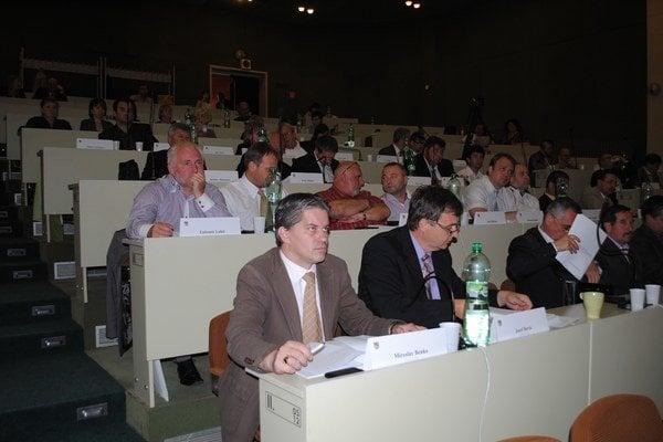Zastupiteľstvo. Za odvolanie Marušina hlasovalo 43 poslancov.