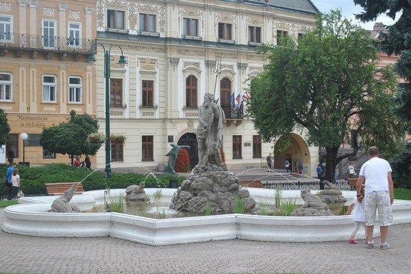 Neptúnova fontána je najstaršia, aj s obyvateľmi.