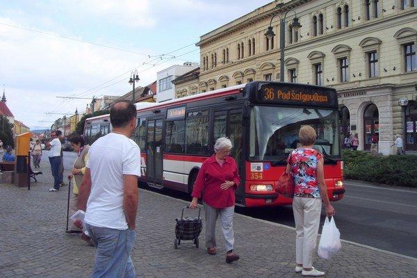 Obyvatelia Táboriska. Chcú hustejšiu dopravu do lokality a viac spojov MHD.
