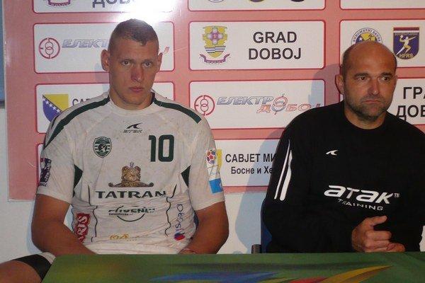 Po víťazstve v Doboji. Na tlačovke hovorili tréner P. Dávid i kanonier D. Kristopans.