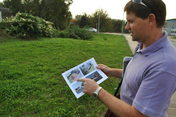 Marián Ferjo pri pozemku, na ktorom chce stavať galériu.