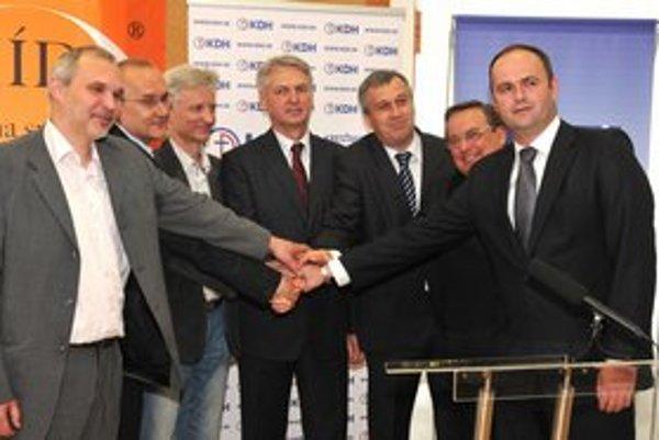 Zľava: Juraj Hurný, Ondrej Matej, Eduard Vokál, Ján Hudacký (kandidát na predsedu PSK) Pavol Zajac,Stanislav Kahanec a Rudolf Gregorovič.