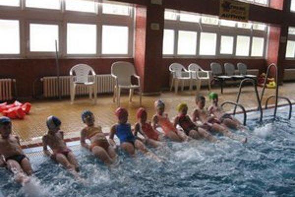 Bazén Šťuka. Využívajú ho deti aj verejnosť.