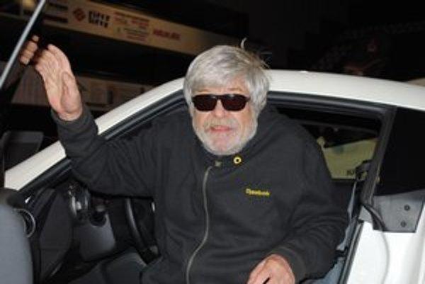 Jozef  Stražan. Známy prešovský herec si vyskúšal nové auto.