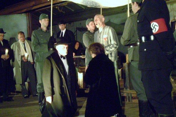 Predstavenie. Českí herci hrali vo vlaku na prešovskej stanici.