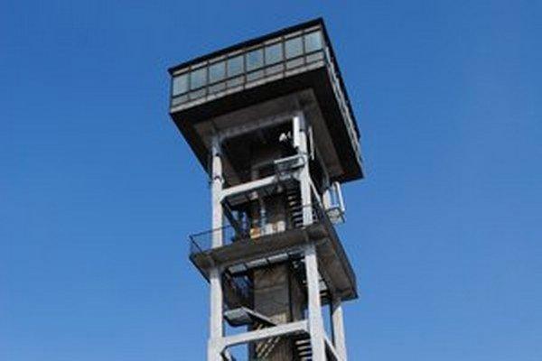 Vrchná časť veže s bývalou vyhliadkovou reštauráciou.