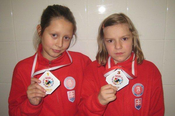 Medailistky. V. Trusová (vľavo) a E. Hympanová doviezli zo Sanoku cenné medaily.