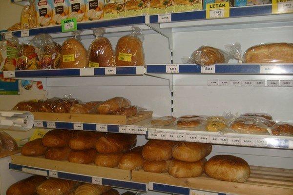 Potraviny. Ceny chleba, cukru, olejov aj cukroviniek mierne klesli.