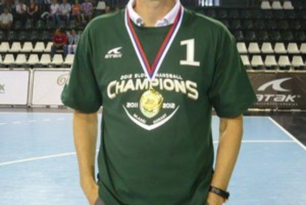 Marek Gernát. Po zisku titul doviedol svojich zverencov aj prvenstvu na turnaji v Poľsku.