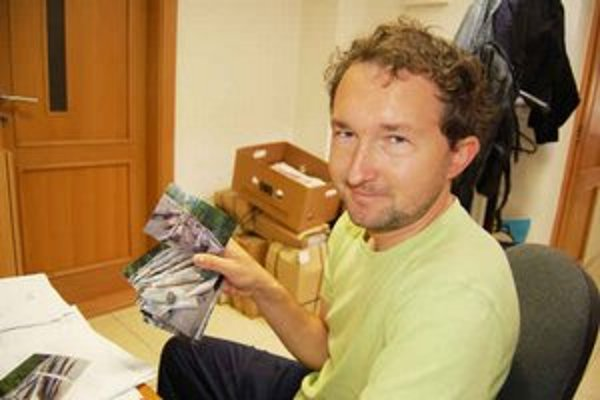 Poslanec Krochmaľ. Tvrdí, že mestské lesy predávajú svieže buky ako vlákninu.