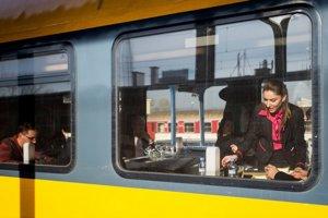 Cesta vlakom je vďaka konkurencii lacnejšia.