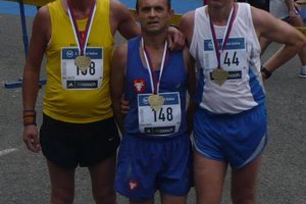 V cieli košického maratónu. Zľava J. Šoltés, P. Vaško a Joz. Tomčo.