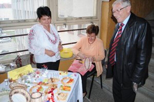 Katarína Wagnerová (vpravo) s Vierou Vargovou z útvaru osvetovej činnosti.