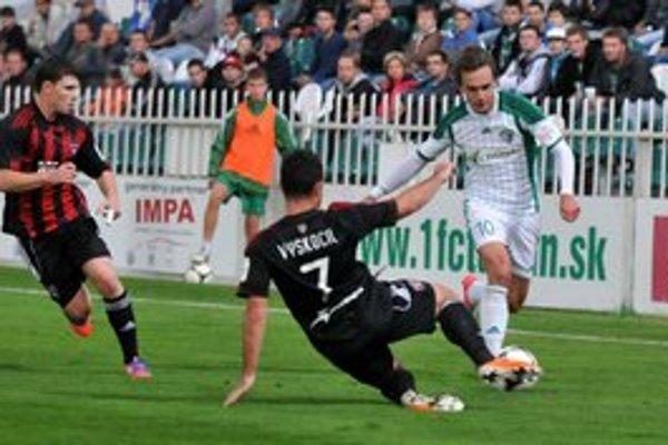 Čakateľ. Jozef Dolný (vpravo) by si už rád pripísal prvý corgoňligový gól.