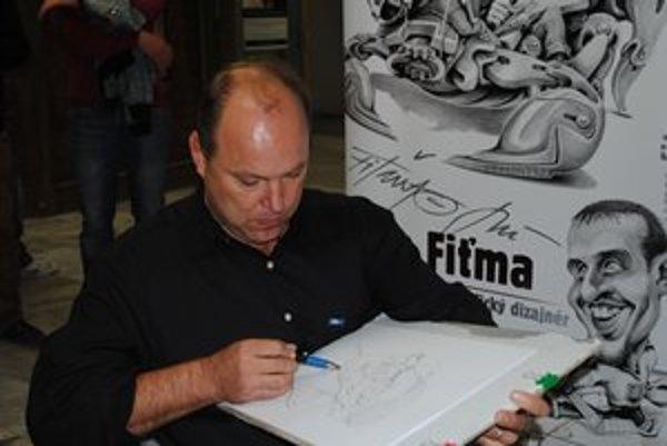 Ján Fiťma v Prešove kreslil karikatúry na počkanie.