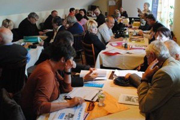 Účastníci konferencie. V Prešove diskutovali o menšinovej tlači.